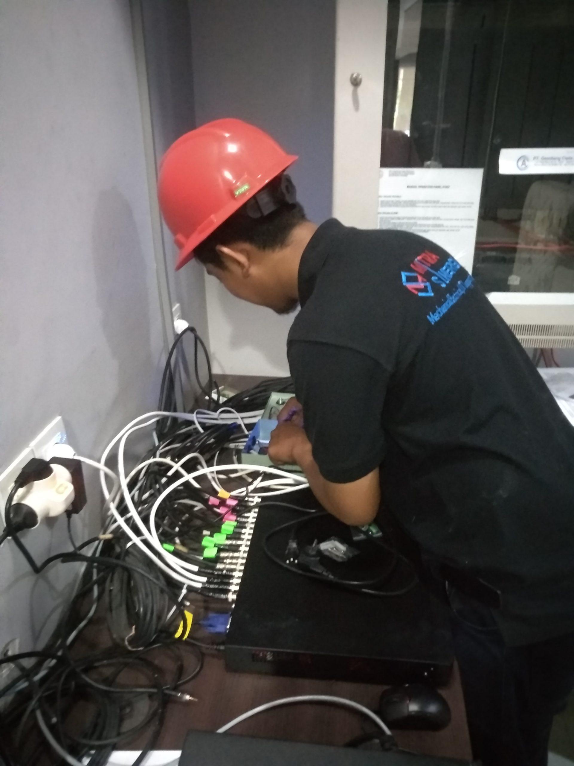merawat kamera cctv oleh jasa pemasangan cctv murah di jakarta