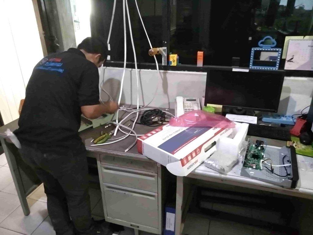 Teknisi Jasa Pasang CCTV Murah 14 1024x768 - BERANDA